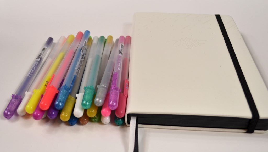 My preferred pen to use in this notebook is the Sakura Gelly Roll pens. They come in a wide variety of colors, and the colors stay very vibrant on the page!